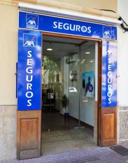 Nuestra oficina en ciutadella segurmenorca agencia de for Oficina liberty seguros